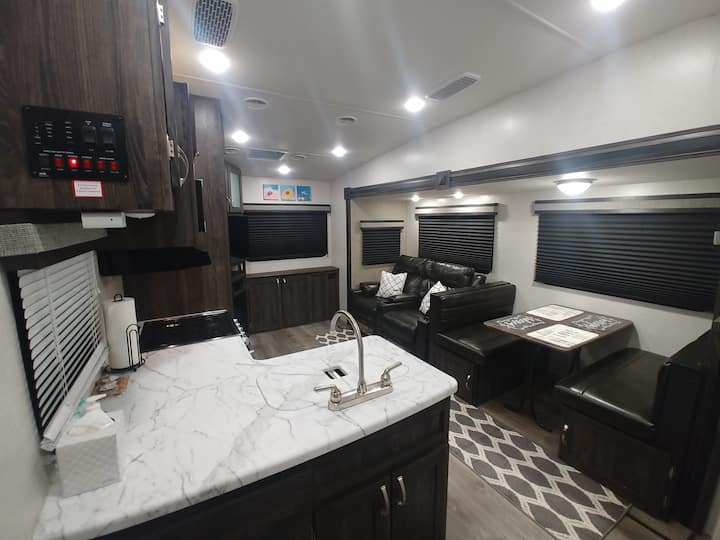 Beautiful RV/5th Wheel and 30 min to Zion NP! :)