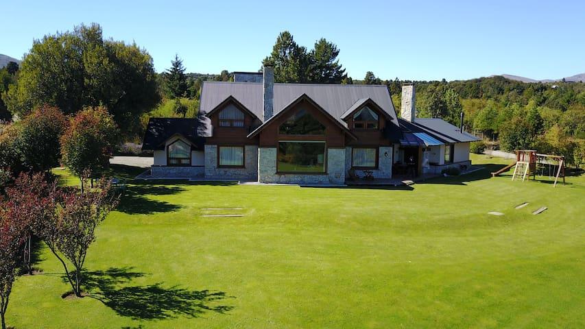 Hermosa casa en el exclusivo barrio de Arelauquen - San Carlos de Bariloche - บ้าน