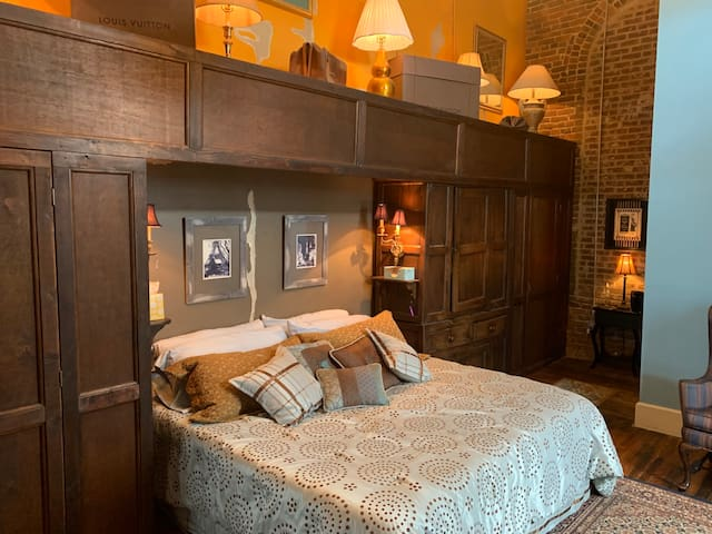 Master bedroom with California king size memory foam mattress