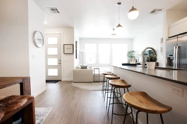 COZY LUX CHARMER 3 BEDROOM TOWNHOME IN EAGLE