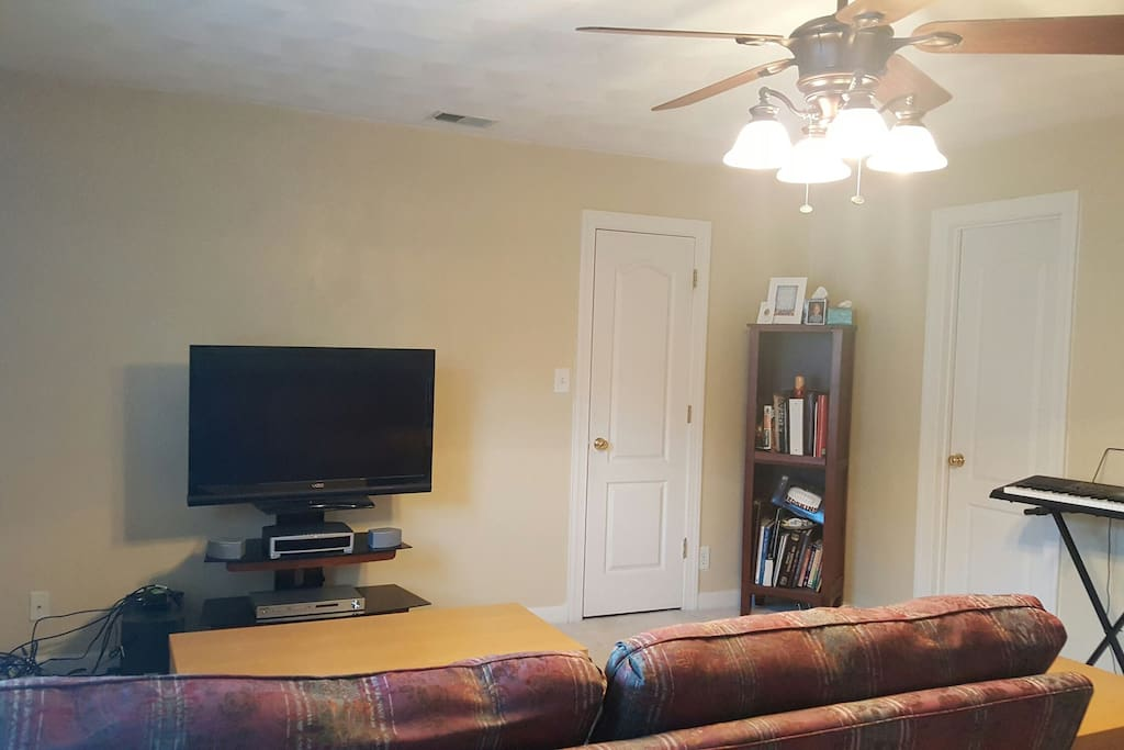 Bonus Room connected to guest room