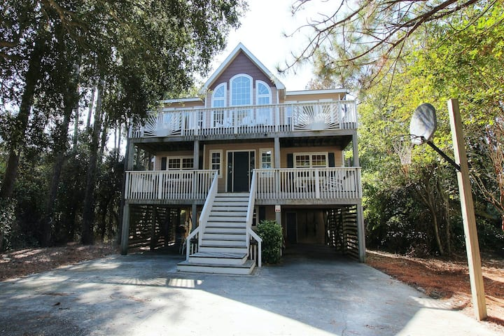 Corolla Beach house with huge resort amenity package and close to the ocean