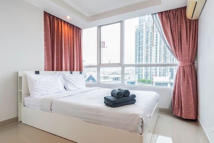 Comfort Apt 2Bedroom Short walk to Skytrain
