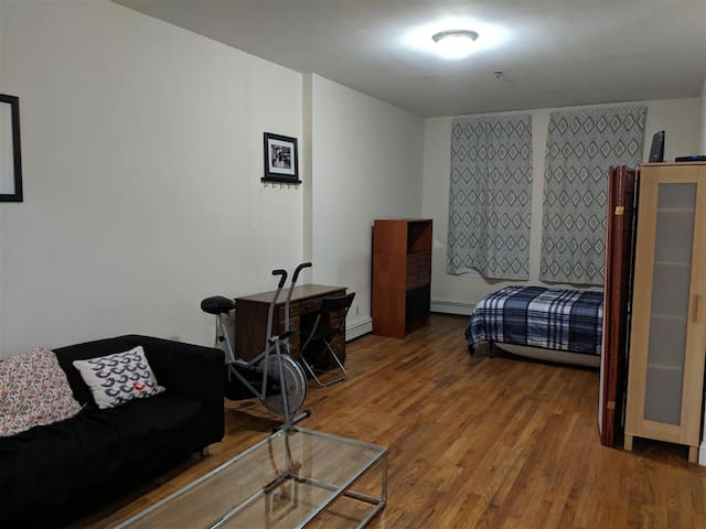 Brooklyn Awesomely Huge and Hip Apartment