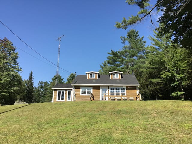 Winter Rental charming house on 7 acre wooded lot