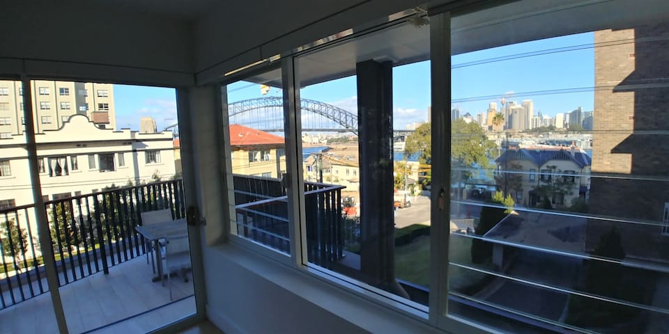 Modern 2 Bed Surrounded By Great Views