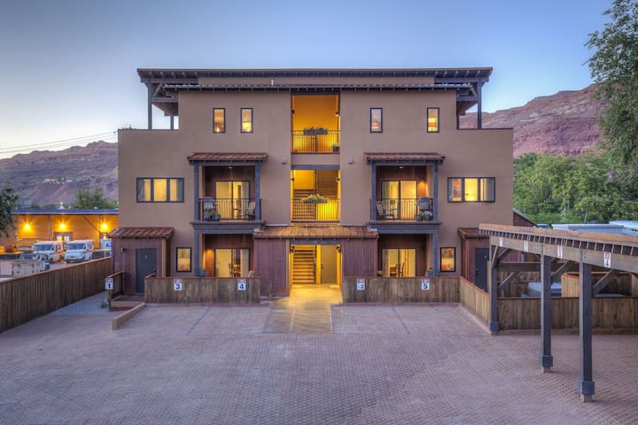 RR 1-5 - Well-appointed condominium in the center of Moab.