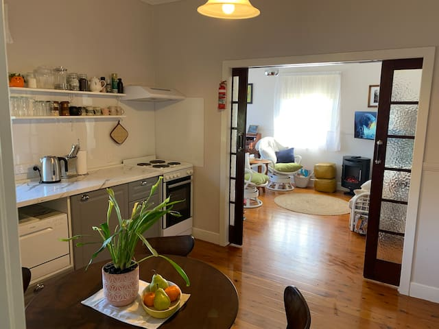 Private apartment with garden & full kitchen
