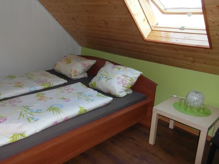 """Ubytování v """"zeleném"""" pokoji Na Kopečku čp. 31"""