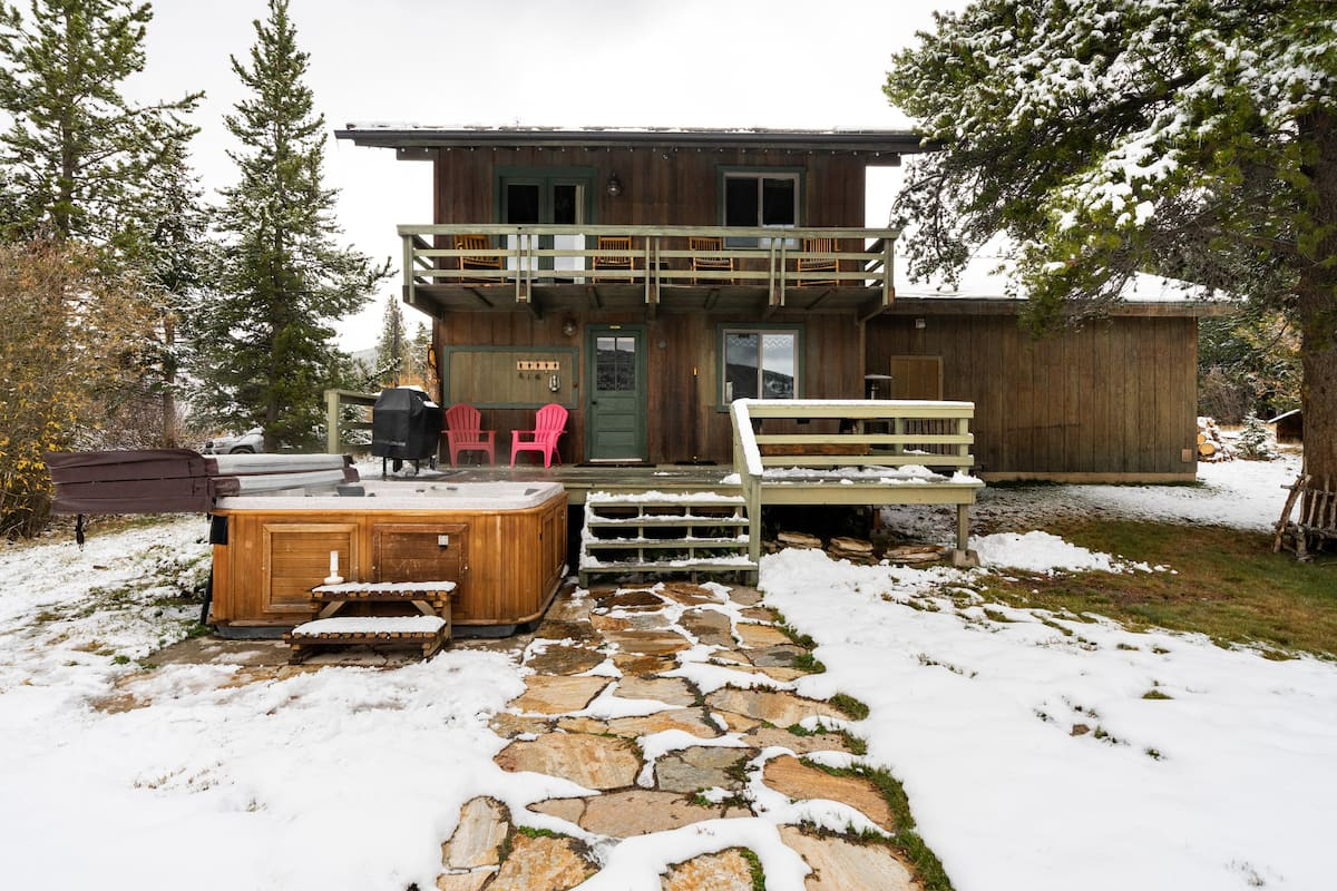 Relax in the Hot Tub at a Cabin near Breckenridge Ski Resort