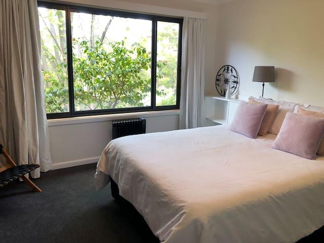 Master bedroom with en-suite  Queen bed