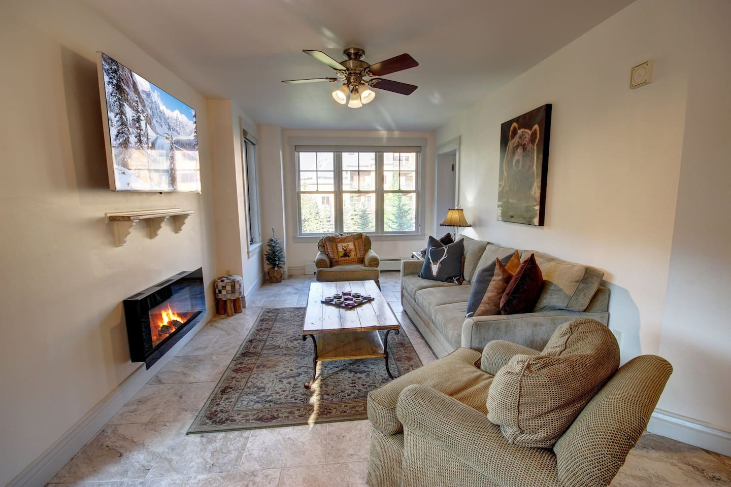 Big open living room perfect for relaxing with the family