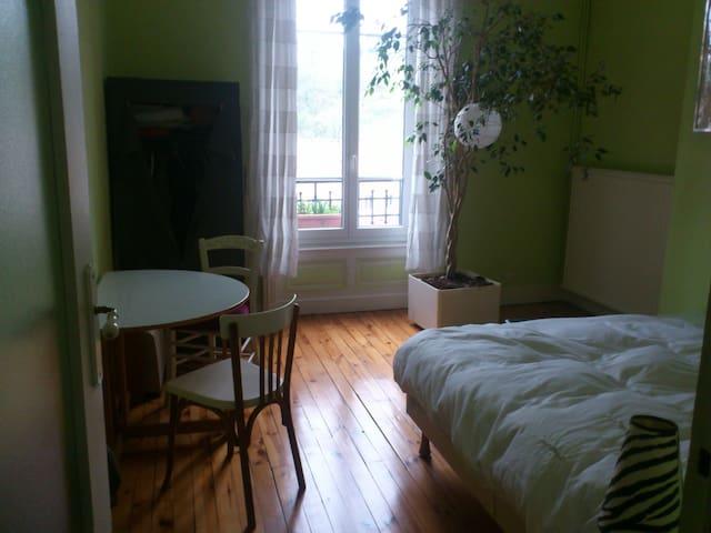 Chambre avec vue dégagée - Le Chambon-Feugerolles - Apartament