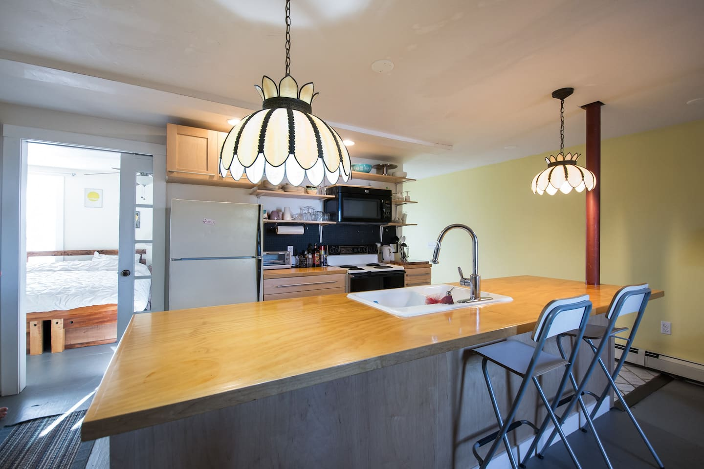 Fully furnished kitchen, ready to cook in!