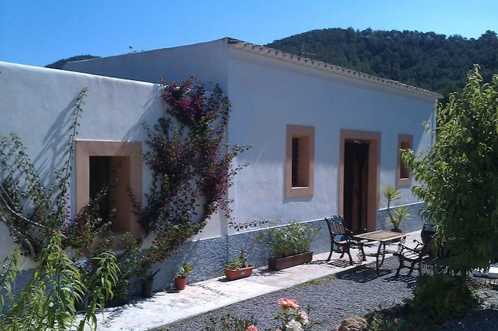 Typical Ibiza house close to beach - Port de Sant Miquel - Vila