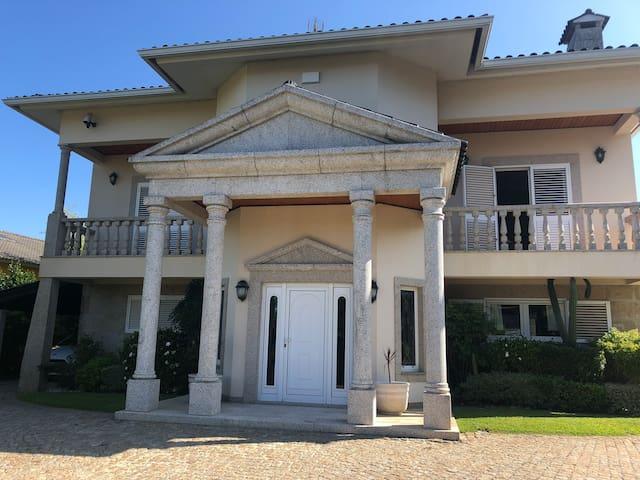 CASA DAS ACACIAS- Villa espectacular