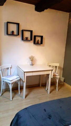 Coin table & chaises