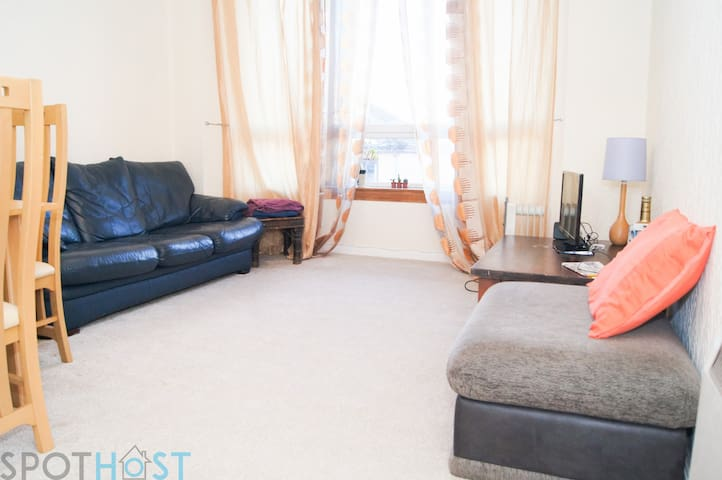 Homely Glasgow Green Apart – Close to City Centre