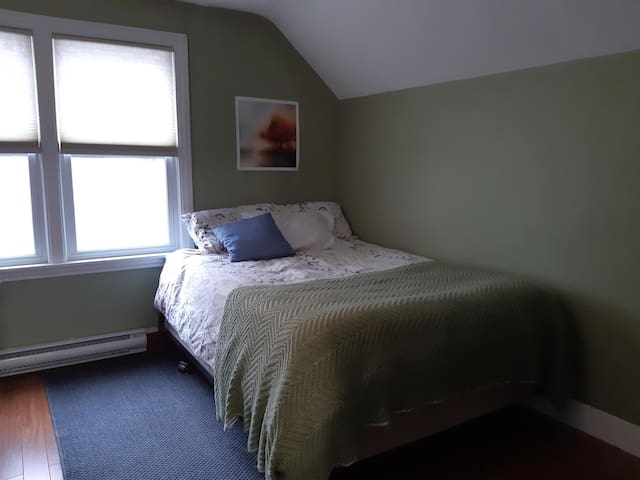 Comfy green bdrm with pillowtop mattress
