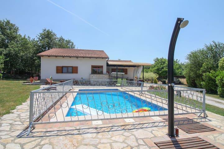 Bella Collina holiday house