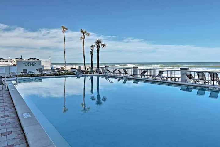 Breezy Daytona Beach Studio w/Pool -Steps to Beach