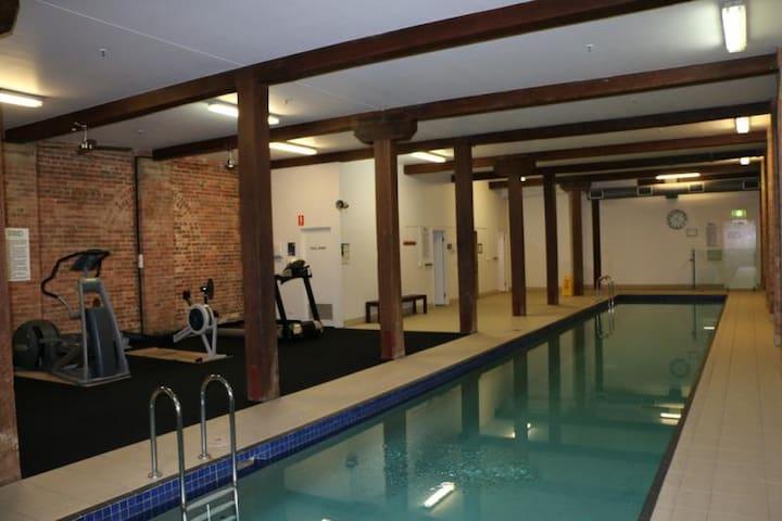 25m pool, gym & sauna