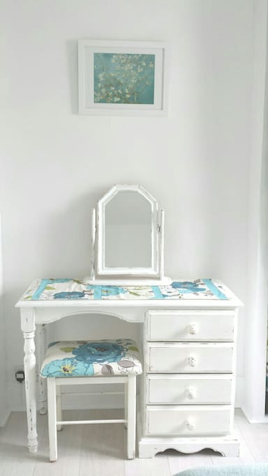 Shabby chic painted wooden furniture
