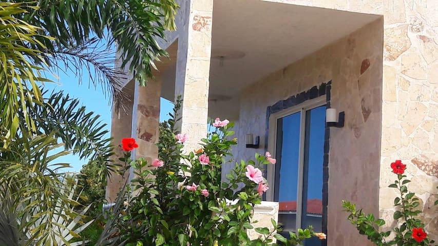 pequeña villa para renta - Cabrera - Vila