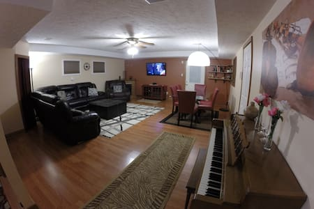 Charming renewed & spacious HOUSE, 2min from I64 - House