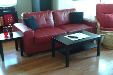 Comfy Cozy Condo Staycation! - Barrie - Huoneisto