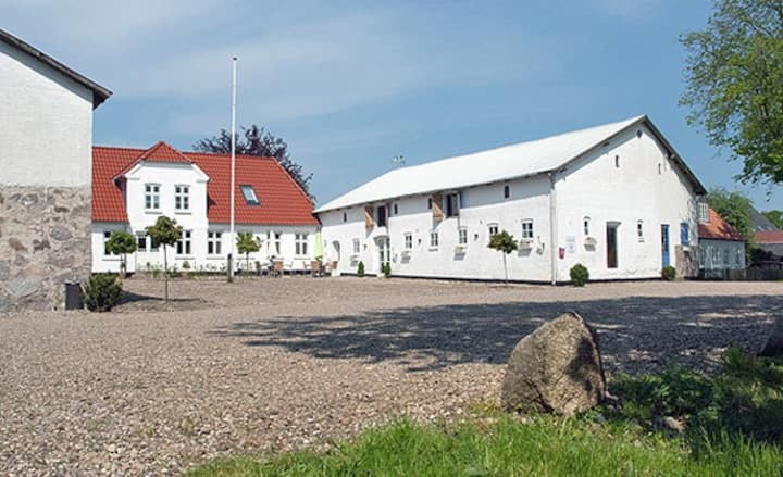 Sønderjylland tæt på sø og i byen.
