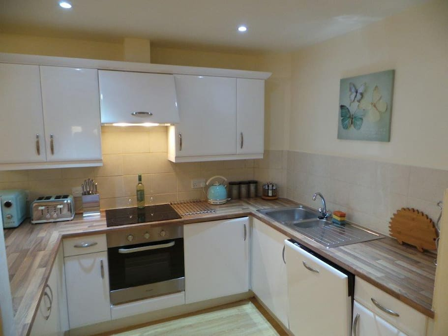 Fully Fitted kitchen incl dishwasher