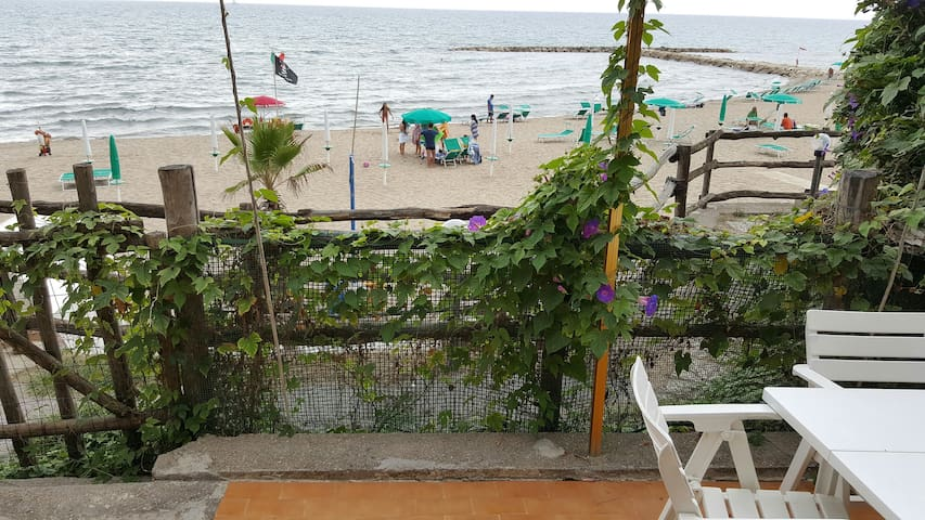 Wonderfull flat literally on the beach near Rome.. - Anzio - Lägenhet