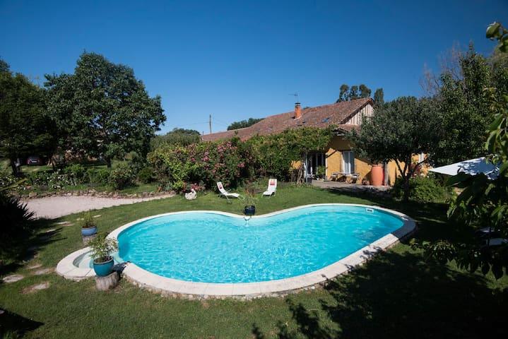 """Idyllic """"fermette"""" (farm) with pool 20km Marciac"""