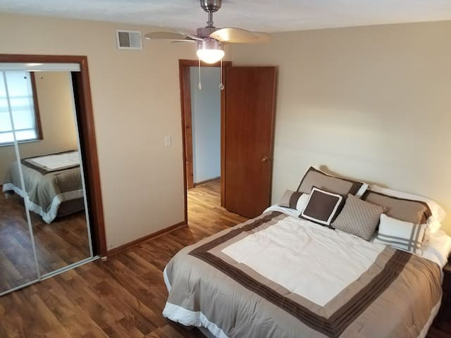 Newly renovated 2bdrm Apt Right off of NE 465 - Indianapolis - Apartament