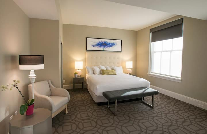 Deluxe King Room in Central Downtown
