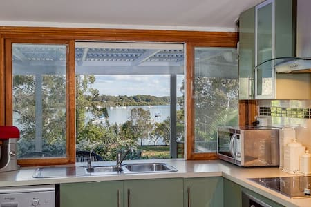 Lamb Island, Brisbane - Honey Gem Cottage Retreat