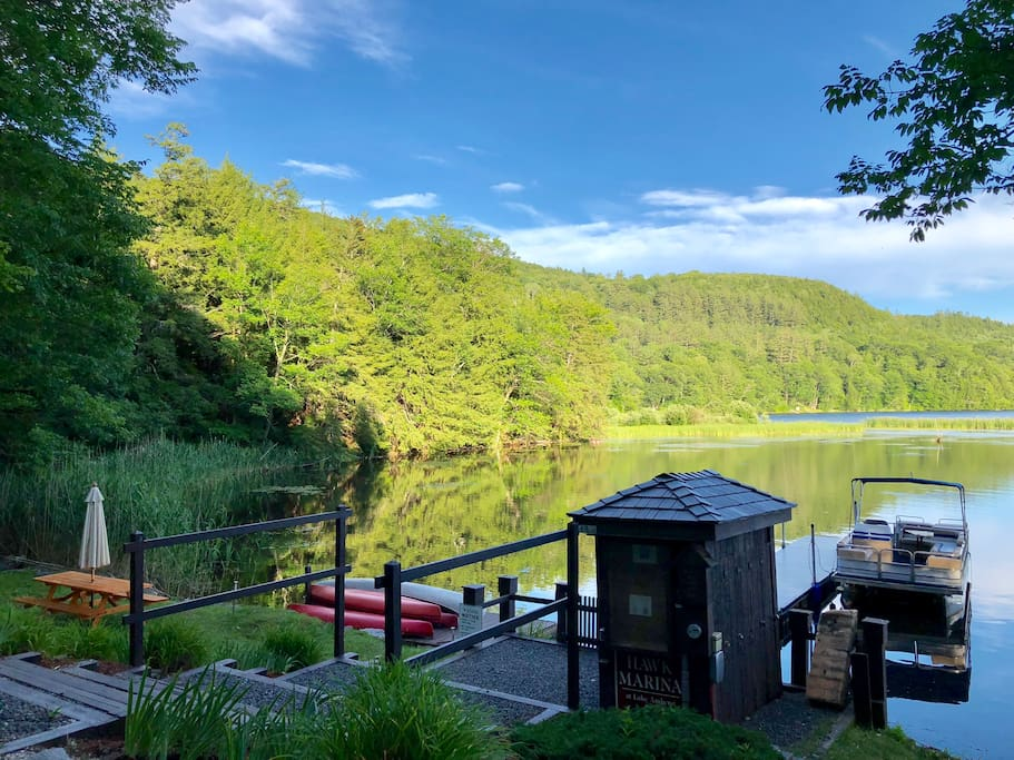Private resort access to Amherst Lake to canoe, paddle board & more!