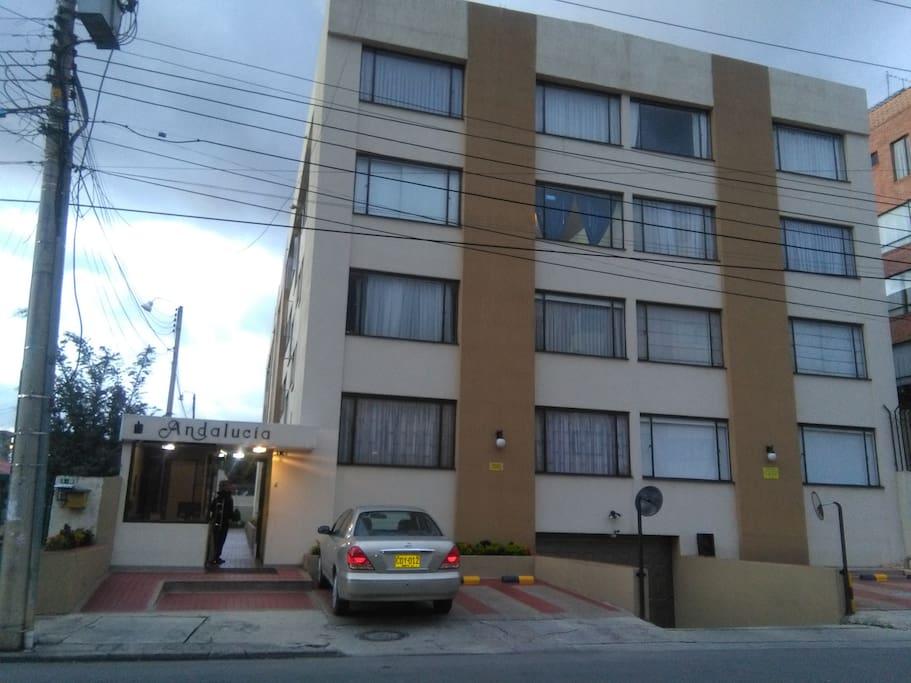Este es el edificio donde esta localizado el apartamento