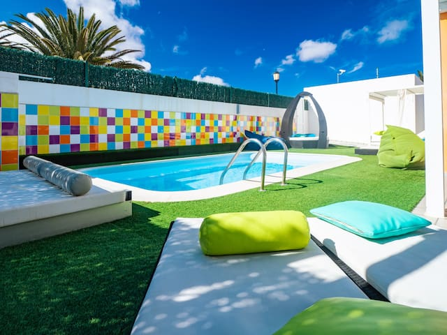 Apartment 100 m from the beach with private pool