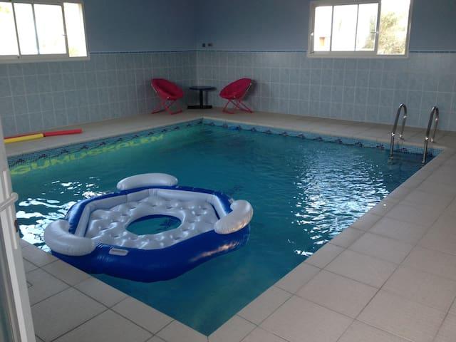 Agréable gite avec piscine intérieure chauffée 31° - Camplong-d'Aude - Pis