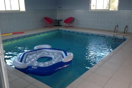Agréable gite avec piscine intérieure chauffée 31° - Camplong-d'Aude - Huoneisto