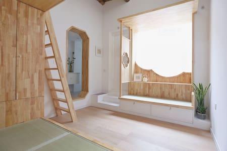 【十寻民宿】南锣鼓巷的设计师民宿,有茶室的loft民居。步行5分钟到鼓楼、后海、临近故宫,三里屯。