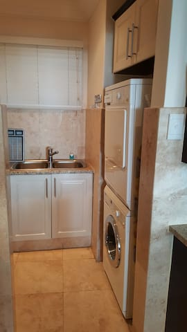 scullery with dishwasher, wm and td