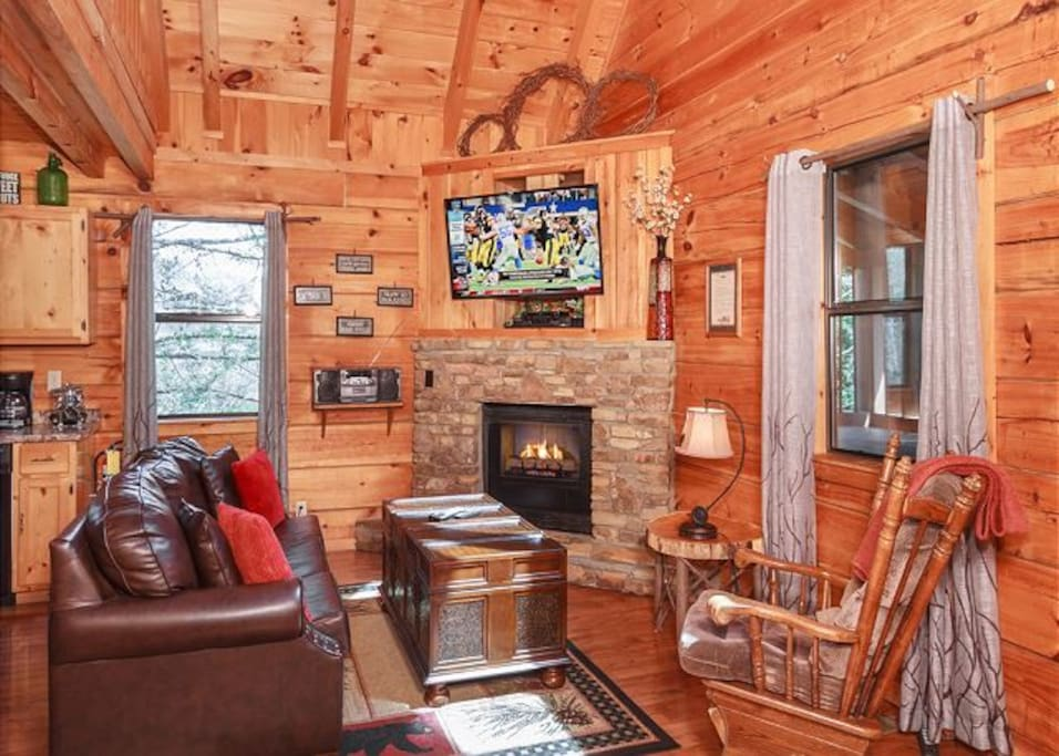 Simply southern close to downtown and the gsmnp cabins for Cabins near downtown gatlinburg