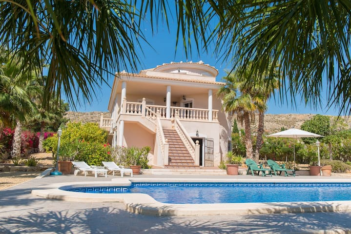 Villa 5 bed /Desinfeccion Certificadad y Delivery