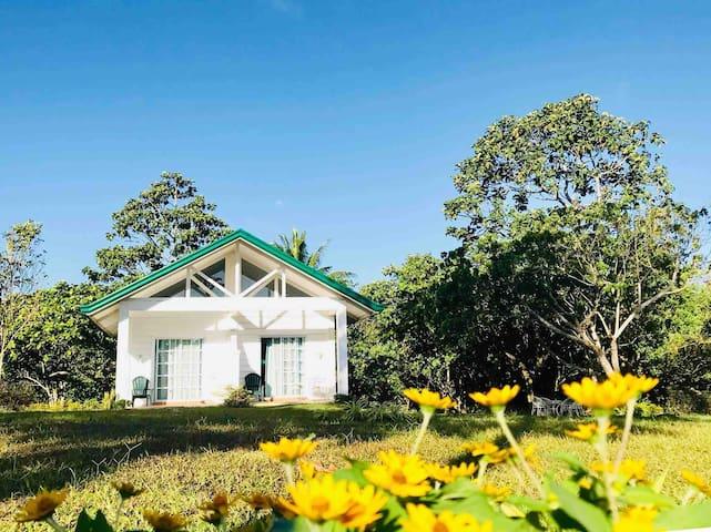 Idyllic, CQ-friendly farm living (Double Bed)