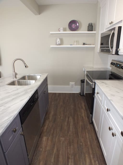 This angle shows the dishwasher, pull down faucet, etc.