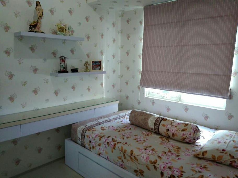 BR 1 single bed with cupboard