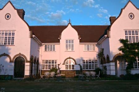 THE WHITE HOUSE, BEMBRIDGE. Antigua Race Week - Bembridge